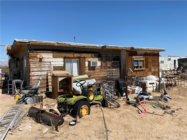 This 1 bedroom/1 bath is situated on 5 acres in Wonder Valley.