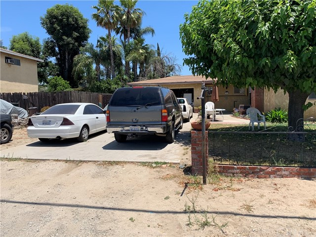 10465 Redwood Avenue, Fontana, CA 92337
