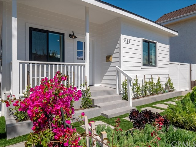 1131 19th Street, Hermosa Beach, California 90254, 2 Bedrooms Bedrooms, ,1 BathroomBathrooms,For Sale,19th,SB20064144