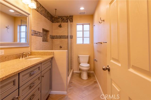 Main beroom bath