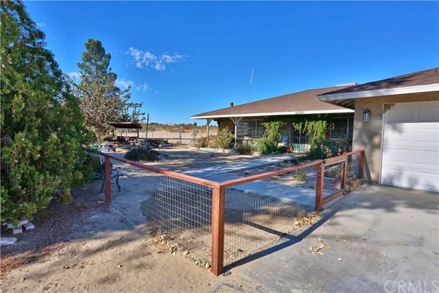 10054 Trade Post Rd, Lucerne Valley, CA 92356 Photo 2