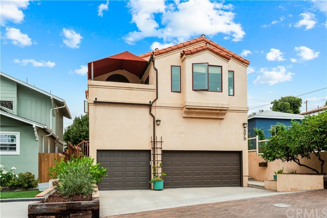 Custom build for the current owners in 1987.  One of the best locations in the Tree Section of the gas lamp area.  4 bedrooms with 1 full and 2 - 3/4 bathrooms.  3,200 square feet of living space on a 5,024 square foot street to alley lot.  Beautiful teak cabinets in the bathrooms.  Most casement windows have been upgraded to Milgard Ultra Series.  Beautiful copper or brass Arroyo Craftsman ext. light fixtures.  Nicely appointed kitchen with  Sub-Zero refrigerator, Viking gas range and Kitchen Aid warming drawer.  Large living room features wood beams and Fondis wood burning fireplace from France.  Two large decks off the living room and kitchen areas.  For you car lovers, there is potential garage parking for 8 cars.  Hurry - this wonderful family friendly home will not last long.