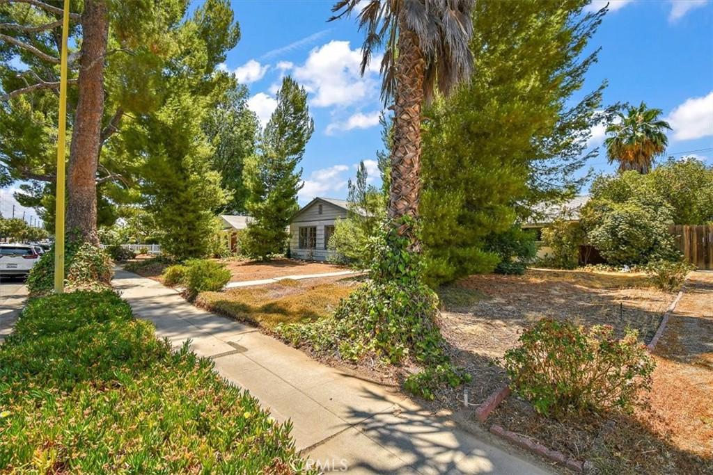 23032     Saticoy Street, West Hills CA 91304