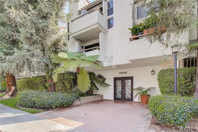 10926 Bluffside Drive 24, Studio City, CA 91604