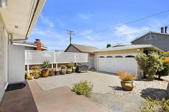 28. 3172 Ostrom Avenue Long Beach, CA 90808