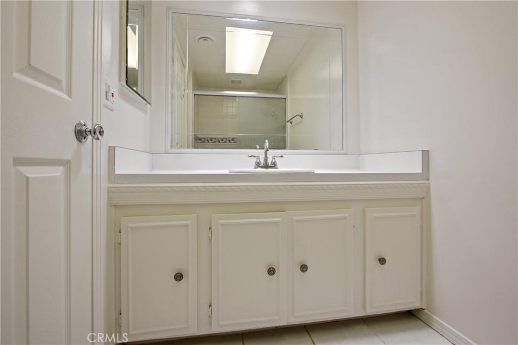卧房个数: 4, 浴室个数 : 2