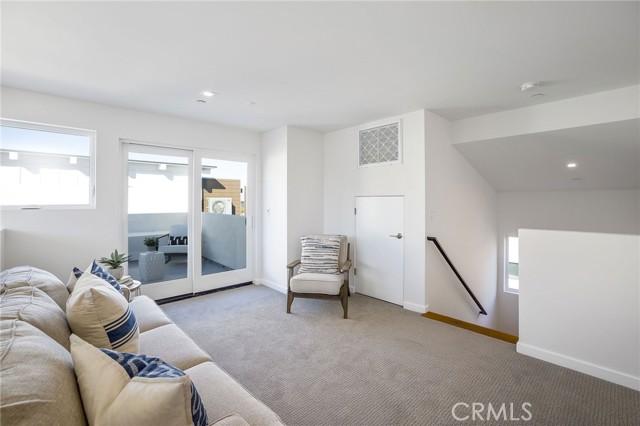 3rd floor loft (Builder to install hardwood flooring in this space)