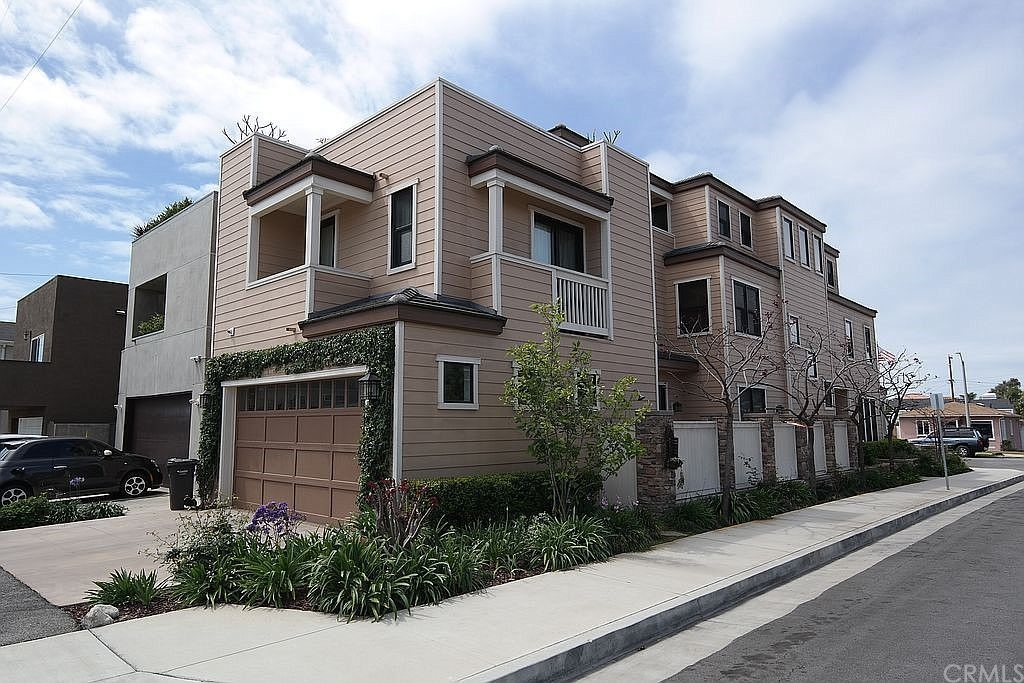 720 Huntington Street, Huntington Beach, CA 92648