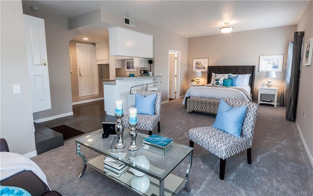328 Rosecrans Avenue, Manhattan Beach, California 90266, 1 Bedroom Bedrooms, ,1 BathroomBathrooms,For Rent,Rosecrans,SB21051194