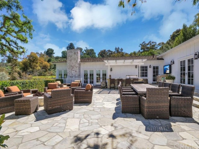 14 Portuguese Bend Road, Rolling Hills, California 90274, 6 Bedrooms Bedrooms, ,6 BathroomsBathrooms,For Sale,Portuguese Bend,PV21070351