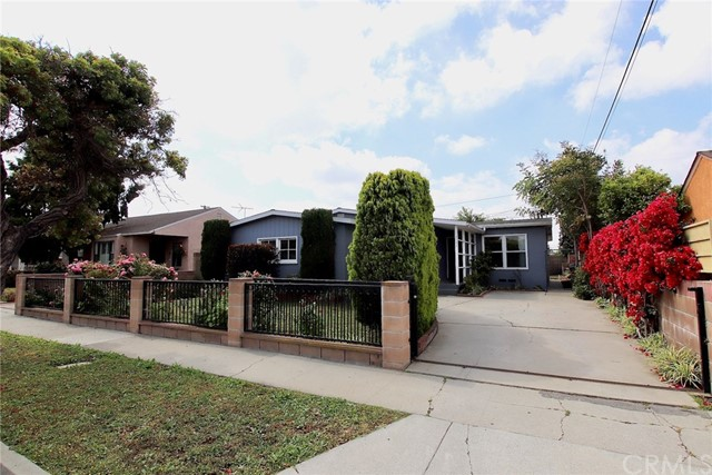 2122 145th Street, Gardena, California 90249, 3 Bedrooms Bedrooms, ,1 BathroomBathrooms,Single family residence,For Sale,145th,PW19106267