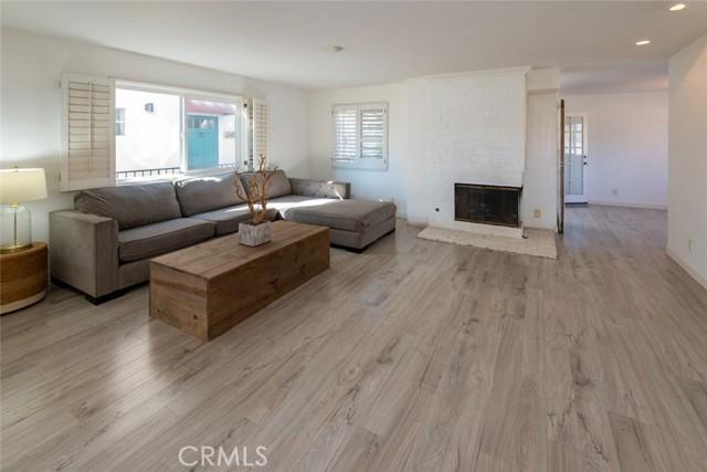 546 11th Street C, Hermosa Beach, California 90254, 2 Bedrooms Bedrooms, ,3 BathroomsBathrooms,For Rent,11th,SB21022144