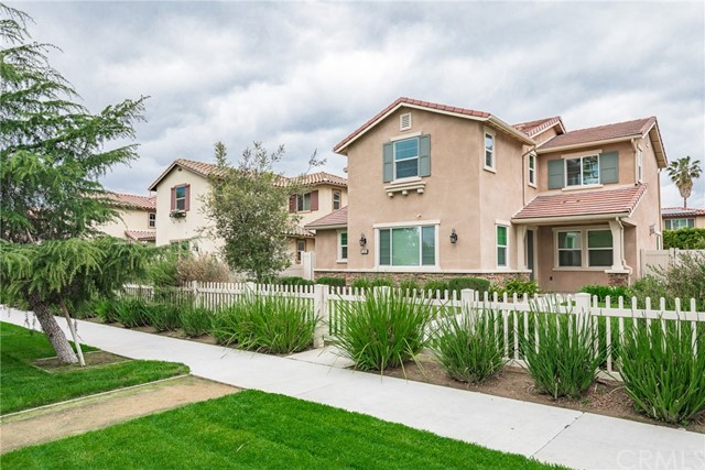 17031 Sherman Way, Van Nuys, CA 91406