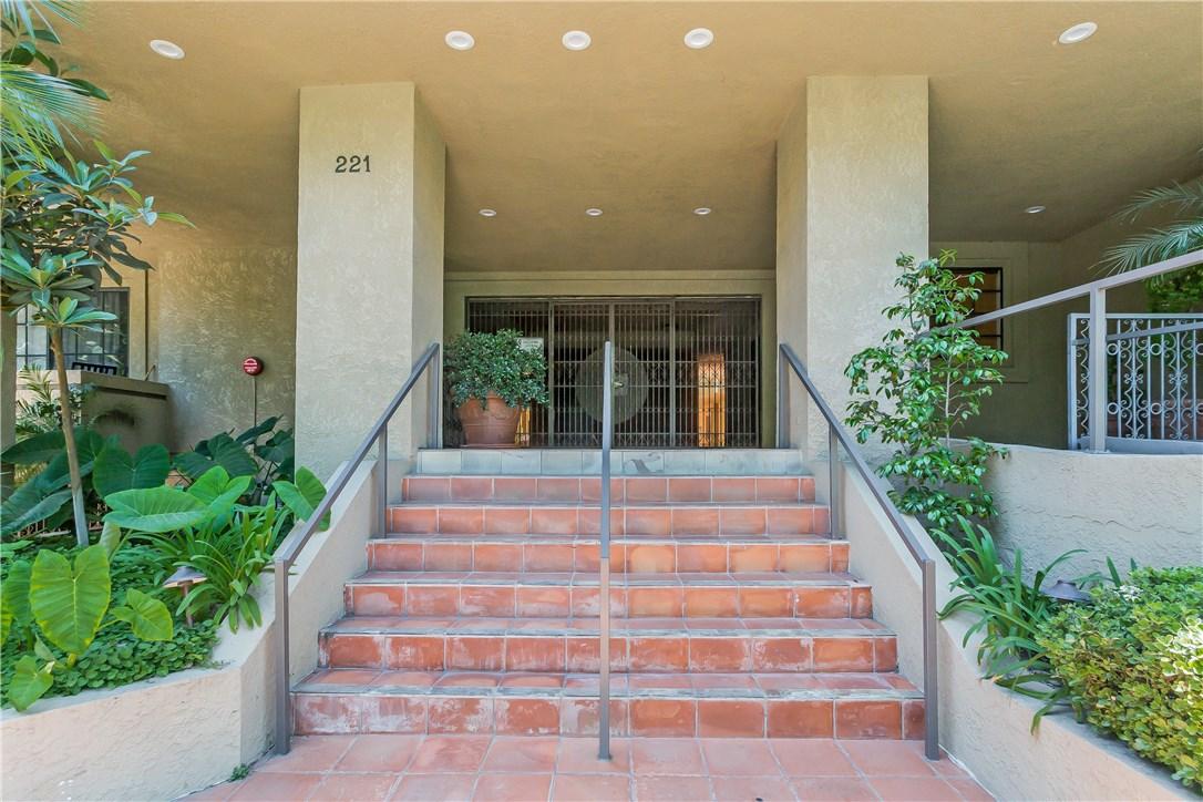 221 S Oak Knoll Av, Pasadena, CA 91101 Photo 3