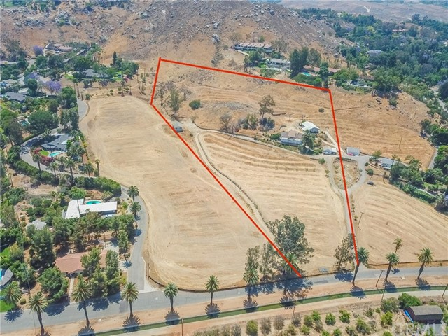 Come check out this great home nested among other hilltop homes with almost 10 acres of land. (VERY PRIVATE)  This property has GREAT POTENTIAL, it features 3 bedrooms & 2 bathrooms with amazing views of the city. The garage is detached and very spacious as well. You will catch great sunsets from your front porch yet still be minutes away from the city! Come by and take a look, you will NOT be disappointed. ***IF INTERESTED, THE 5 ACRE CORNER LOT IS ALSO AVAILABLE TO PURCHASE (4.95 ACRES) ***