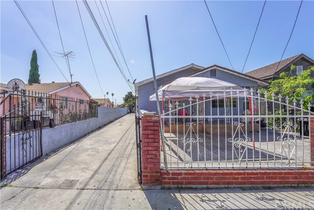 1033 S Gage Avenue, East Los Angeles, CA 90023