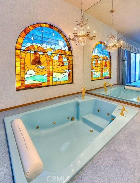 房产卖价 : $330.00万/¥2,270万