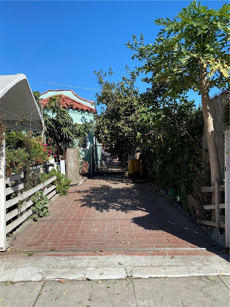 625   E 79th Street, Los Angeles CA 90001