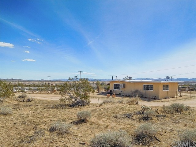 728 Wamego Trail, Yucca Valley, CA 92284