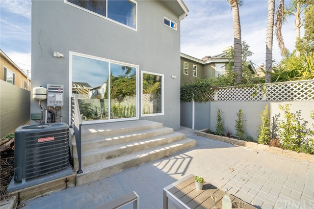 612 Anderson Street, Manhattan Beach, California 90266, 3 Bedrooms Bedrooms, ,2 BathroomsBathrooms,For Sale,Anderson,OC21011286