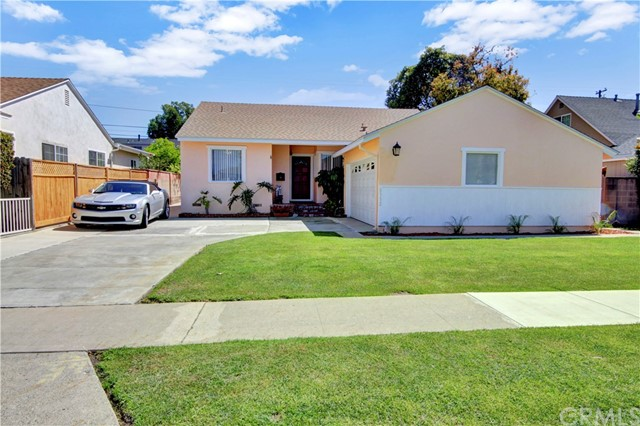 *** BANKRUPTCY COURT SALE - EQUITY SALE (NOT REO, BANK OWNED OR SHORT SALE) *** CHARMING 3 BEDROOM 1 3/4 BATH SINGLE STORY HOME LOCATED CLOSE TO FREEWAYS, SCHOOLS, AND SHOPS. RARE 2 BATH PROPERTY (3/4 BATH ATTACHED TO MASTER) - MOST HOMES IN TRACT ARE 3 BEDROOM 1 BATH. RARE INSIDE LAUNDRY AS WELL!