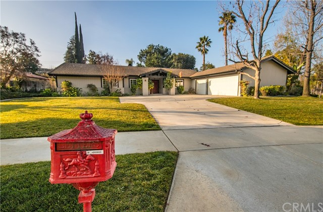 Photo of 1640 Country Club Drive, Redlands, CA 92373