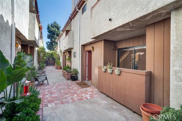 16. 11154 Huston Street #8 North Hollywood, CA 91601
