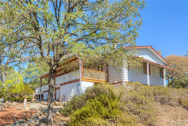 Photo of 352 Lodgeview Drive, Oroville, CA 95966