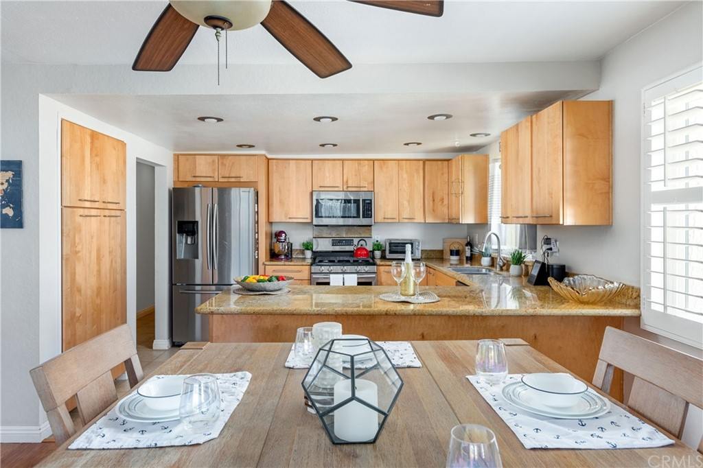 Kitchen peninsula/breakfast bar can be a serving area for the dining room.
