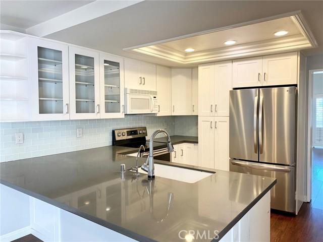 Updated kitchen w/stainless steel appliances