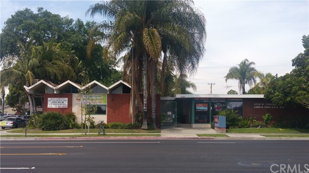 1001 E Chapman Avenue, Fullerton, CA 92831