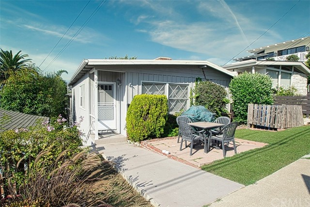 649 30th Street, Hermosa Beach, California 90254, ,For Sale,30th,SB20199466