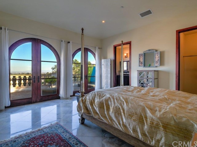 51. 710 Via La Cuesta Palos Verdes Estates, CA 90274