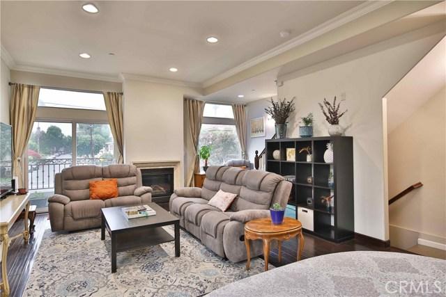 13360 Burbank Boulevard 11, Sherman Oaks, CA 91401