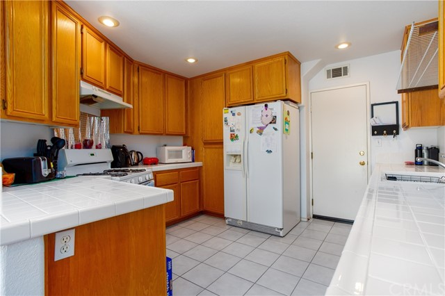 7785 Pacific Cr, Midway City, CA 92655 Photo 5