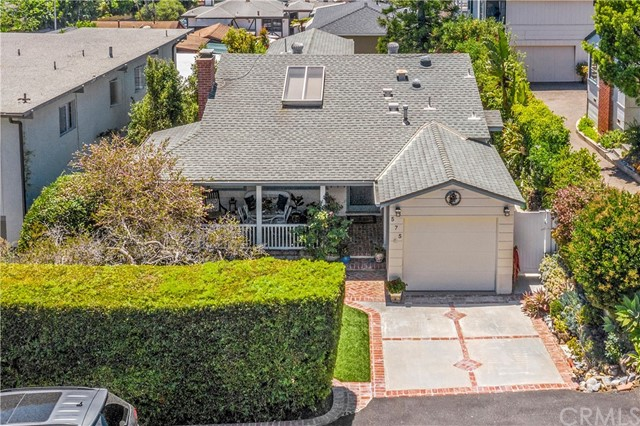 35. 575 Blumont Street Laguna Beach, CA 92651