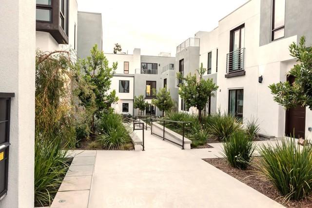 28. 719 S Marengo Avenue #1 Pasadena, CA 91106
