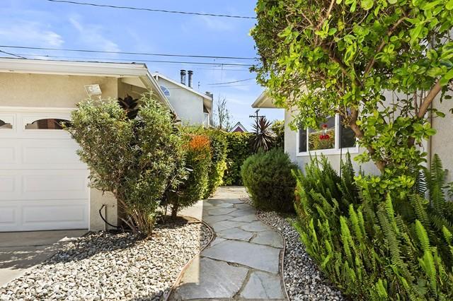 32. 3172 Ostrom Avenue Long Beach, CA 90808