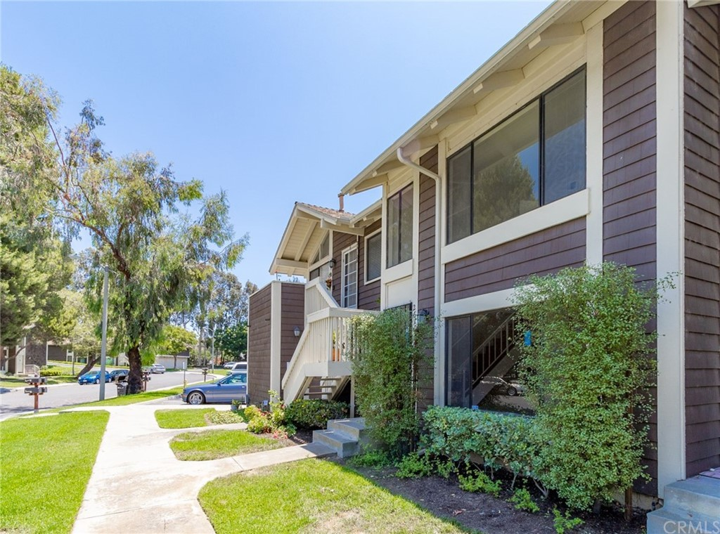 26106     Hillsford Place, Lake Forest CA 92630