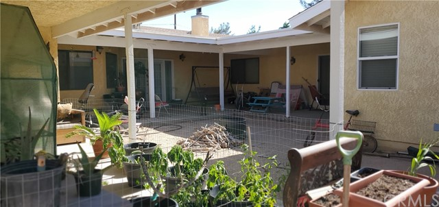 Courtyard and covered patio