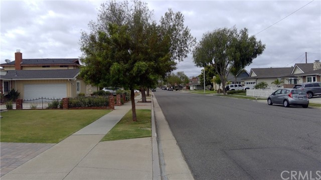 3. 15871 Wicklow Lane Huntington Beach, CA 92647