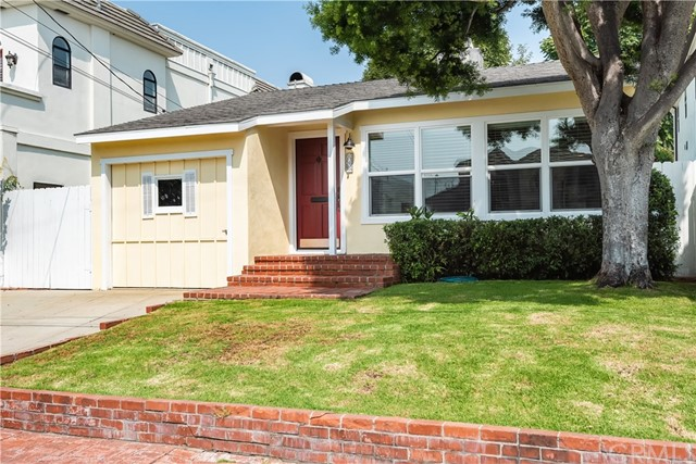 641 27th Street, Manhattan Beach, California 90266, 2 Bedrooms Bedrooms, ,1 BathroomBathrooms,For Sale,27th,SB20174860