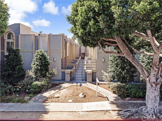 Phenomenal Auerbach building!, spacious townhome with 2 bedrooms plus a bonus room and 3.5 baths in desirable north of Wilshire location.  Large, open living room featuring hardwood floors, high ceilings, recessed lighting, fireplace, adjoining powder room and sliding doors opening to enclosed patio. Step up to an open formal dining area overlooking the living room. Just remodeled Kitchen offers plenty of storage, a walk-in pantry and sliding doors opening to a balcony. Upstairs includes a huge master suite with vaulted ceilings, walk-in closet and adjoining new upgraded full master bath with high ceilings, double sinks and skylight. Additional upstairs bedroom includes its own updated bathroom. Large downstairs bedroom suite with wet bar and 3/4 bath, it can be used as a separate suite or office area. 2 car side by side parking with direct entrance to unit. New appliances. Large laundry room with storage. Central heat and A/C. Fantastic Close to shops on Montana, restaurants, Whole Foods & Douglas Park. Award Winning Santa Monica Schools and Franklin Elementary.  HOA includes water, earthquake insurance.  Fabulous value!