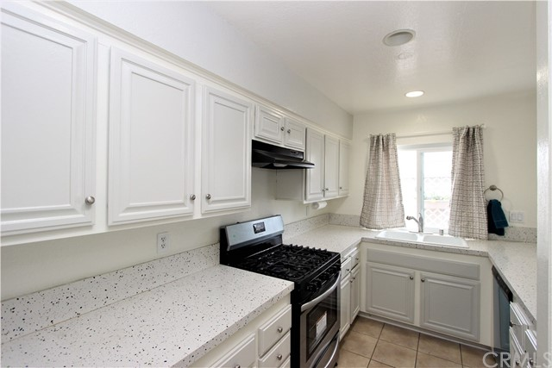 2740 W Segerstrom Avenue B, Santa Ana, CA 92704