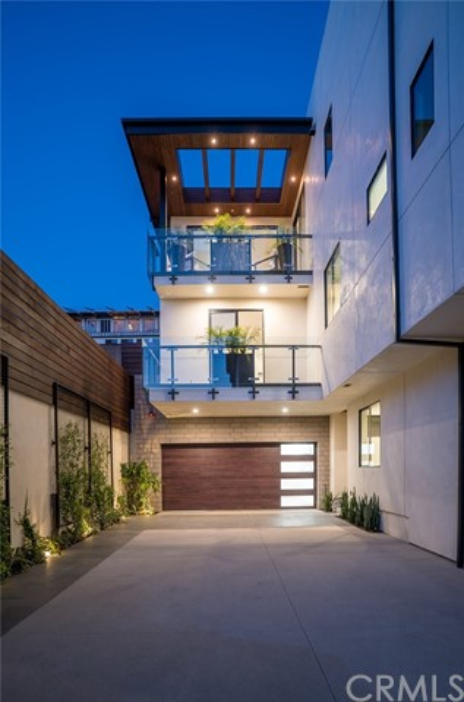 1834 Pacific Coast Highway, Hermosa Beach, California 90254, 3 Bedrooms Bedrooms, ,3 BathroomsBathrooms,For Sale,Pacific Coast Highway,SB18094188