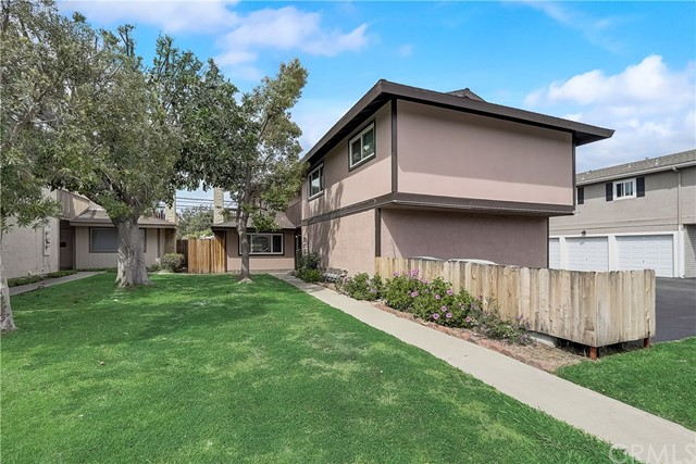 822 Jennifer Lane, Costa Mesa, CA 92626