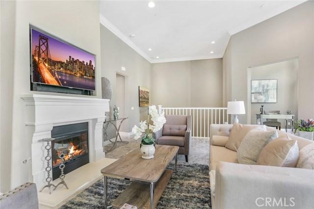 Living Room Open to Dan/Office