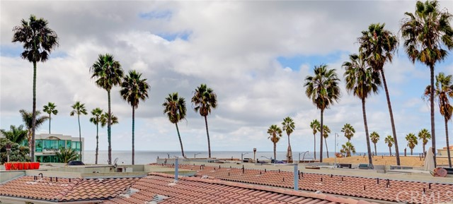 Rooftop deck with ocean view is better live!