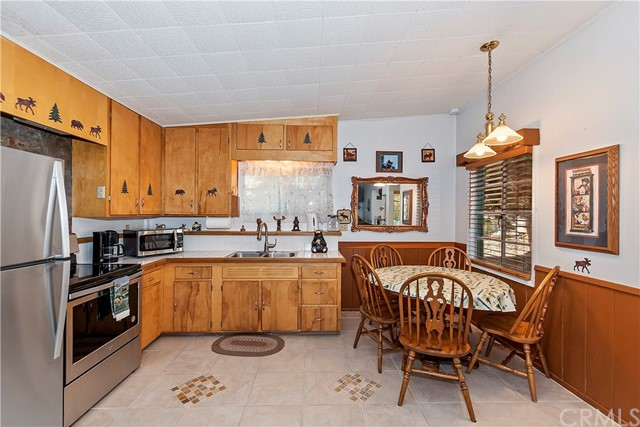 32976 Spruce Dr, Green Valley Lake, CA 92341 Photo 11