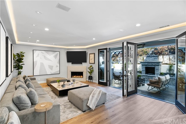 1631 21st Street, Manhattan Beach, California 90266, 5 Bedrooms Bedrooms, ,5 BathroomsBathrooms,For Sale,21st,SB21058968